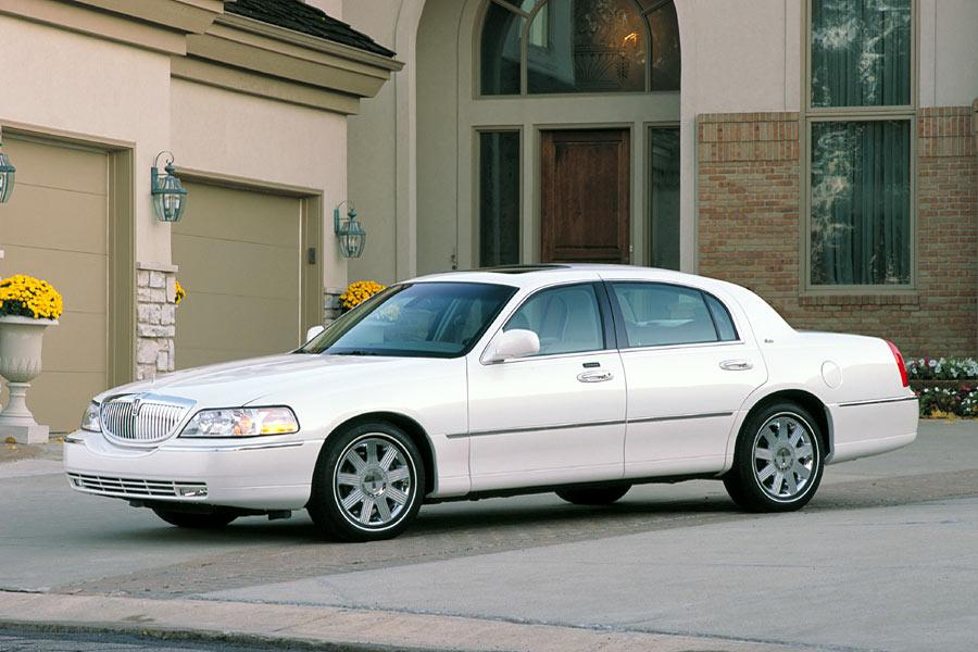 2004 lincoln town car overview. Black Bedroom Furniture Sets. Home Design Ideas