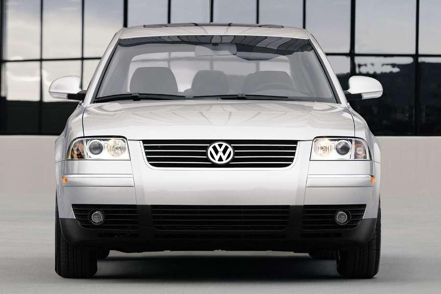 2004 Volkswagen Passat Photo 2 of 7