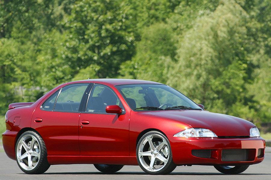 2004 Chevrolet Cavalier Photo 2 of 9