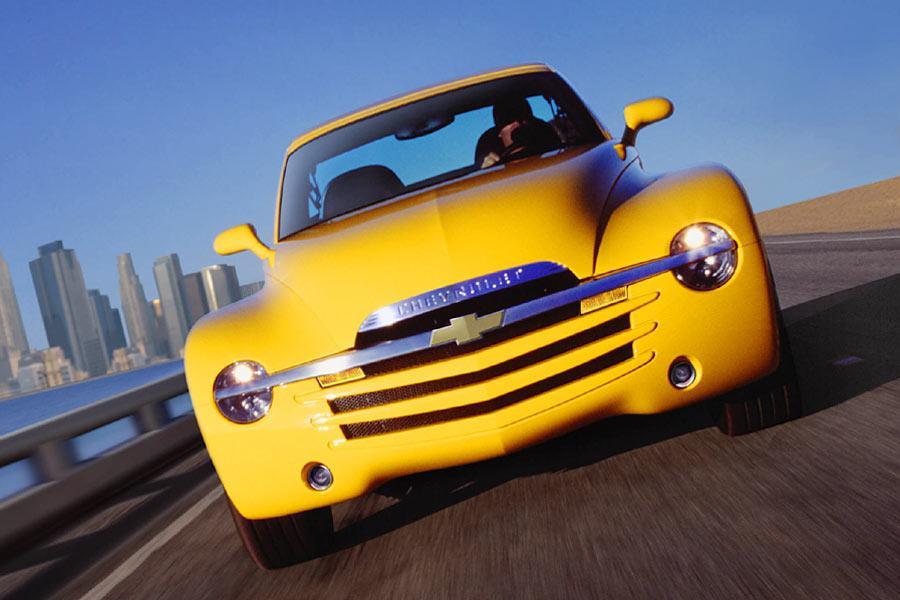 2004 Chevrolet SSR Photo 2 of 4