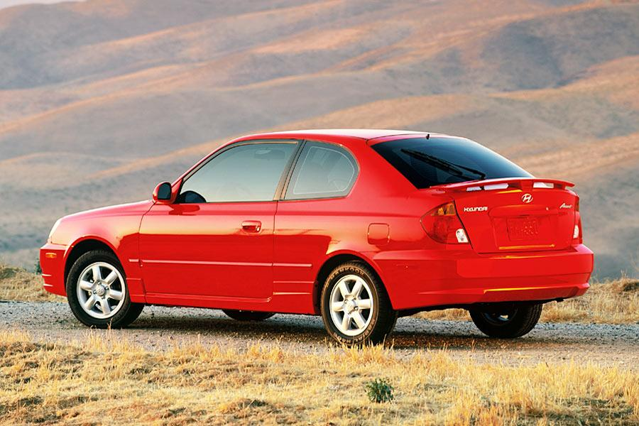 2004 Hyundai Accent Photo 5 of 8