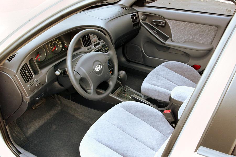 2004 Hyundai Elantra Reviews Specs And Prices Cars Com