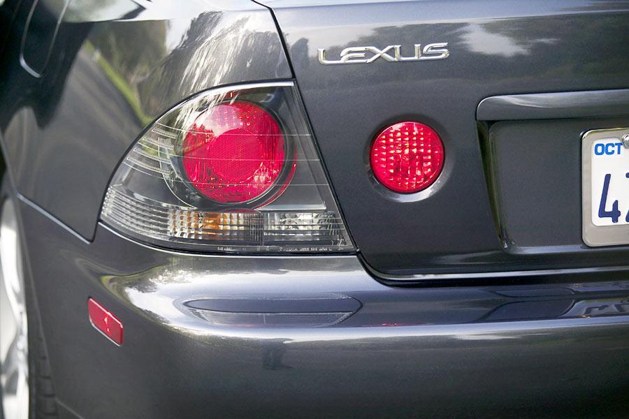 2004 Lexus IS 300 Photo 5 of 9