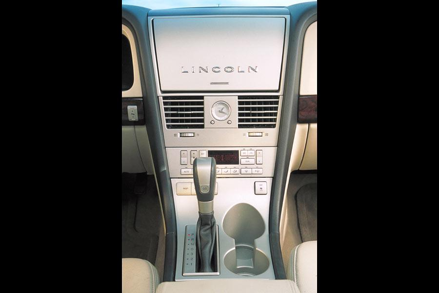 2004 Lincoln Aviator Photo 4 of 5