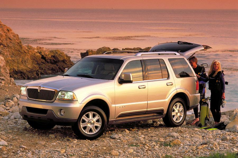 2004 Lincoln Aviator Photo 2 of 5