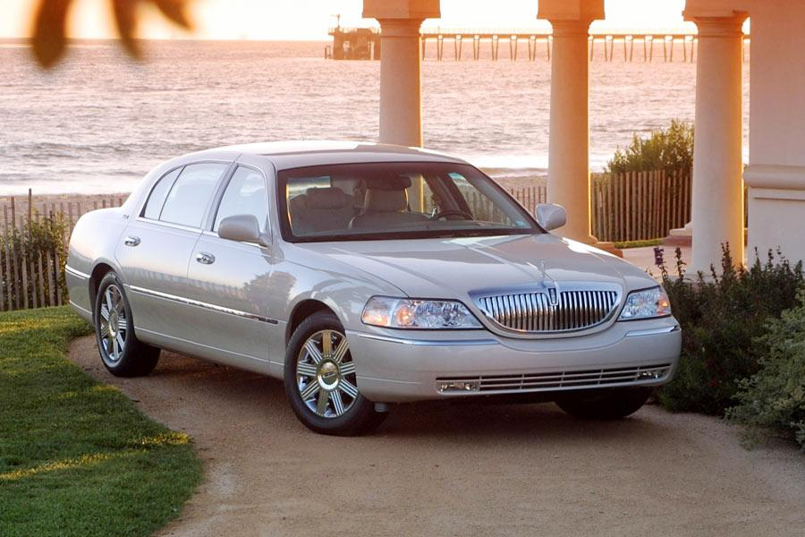 2004 lincoln town car specs pictures trims colors. Black Bedroom Furniture Sets. Home Design Ideas