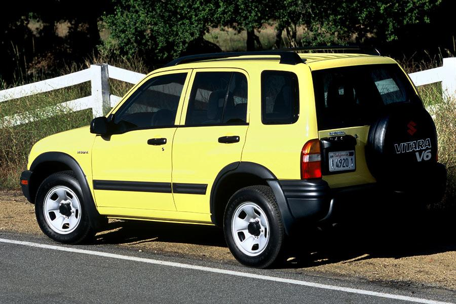 2004 Suzuki Vitara Photo 2 of 8