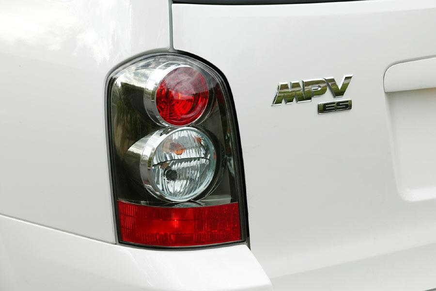 2004 Mazda MPV Photo 2 of 10