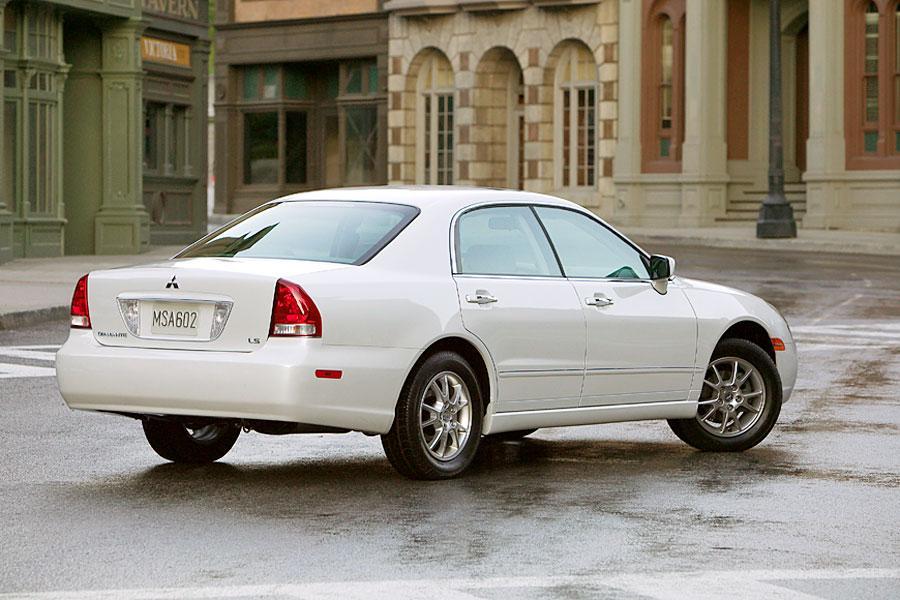 2004 Mitsubishi Diamante Photo 2 of 10