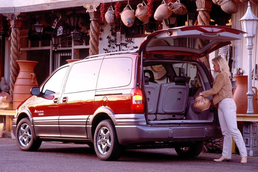 2004 Pontiac Montana Overview