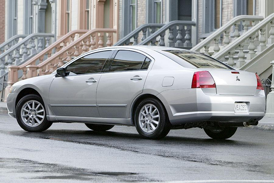 2004 Mitsubishi Galant Photo 2 of 14