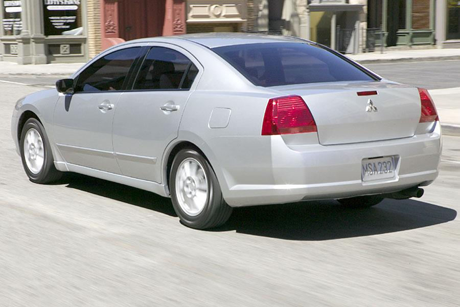 2004 Mitsubishi Galant Photo 3 of 14