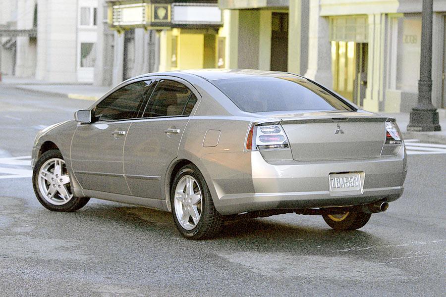 2004 Mitsubishi Galant Photo 5 of 14