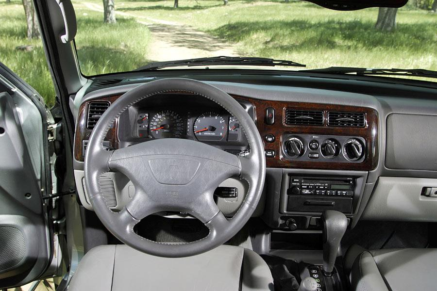 2004 Mitsubishi Montero Sport Photo 5 of 7