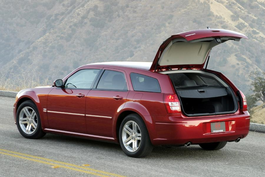 2005 Dodge Magnum Photo 2 of 5