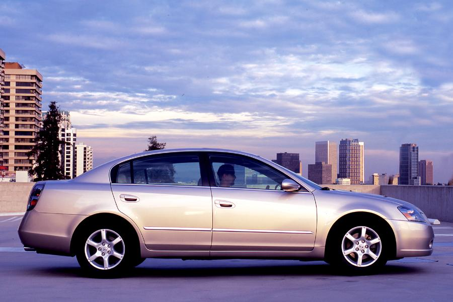 2005 Nissan Altima Photo 2 of 10