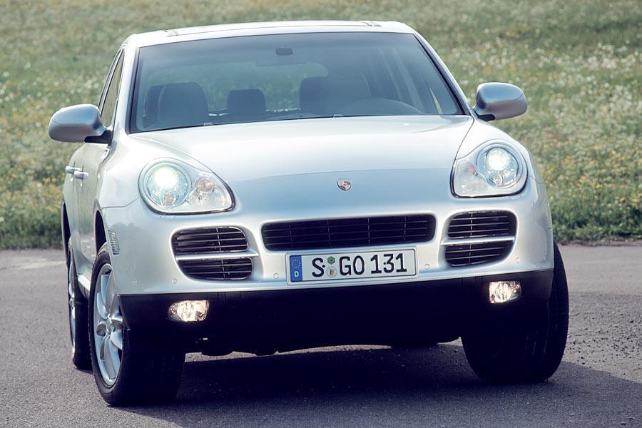 2004 Porsche Cayenne Photo 2 of 8