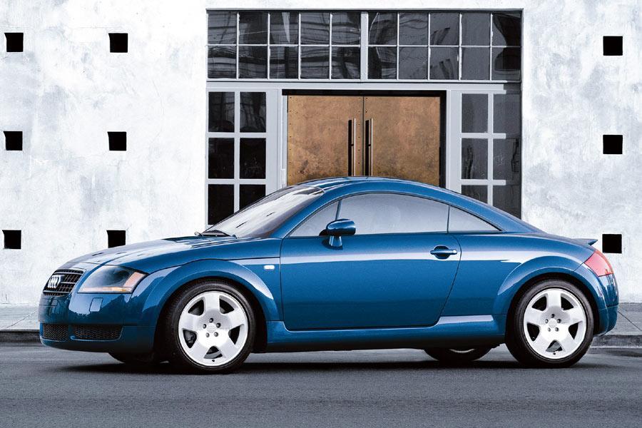 2004 Audi TT Photo 2 of 8