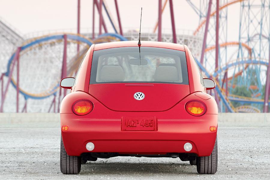 2004 Volkswagen New Beetle Photo 2 of 11