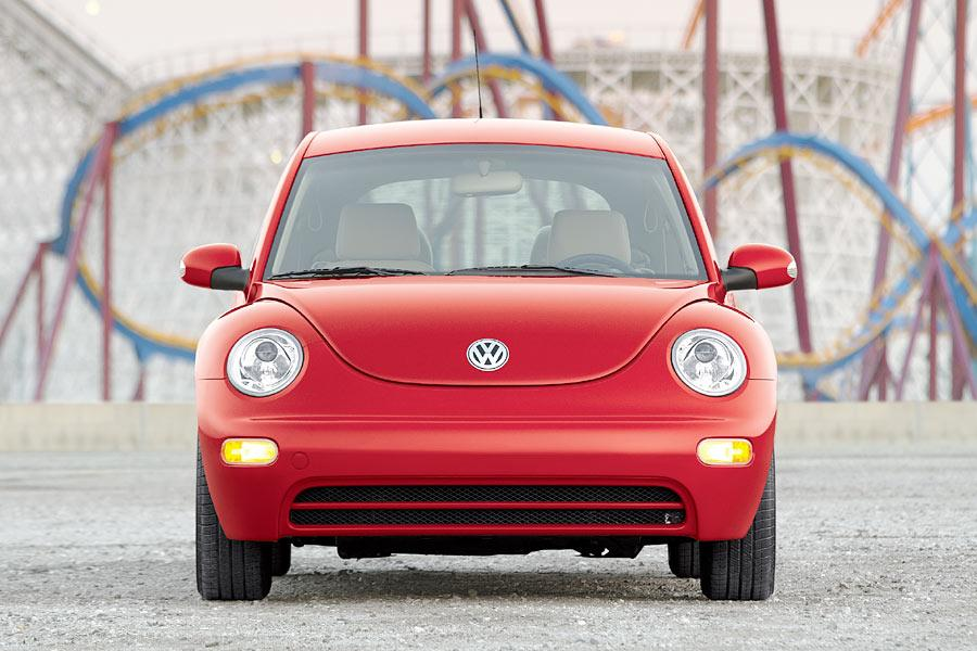 2004 Volkswagen New Beetle Photo 3 of 11