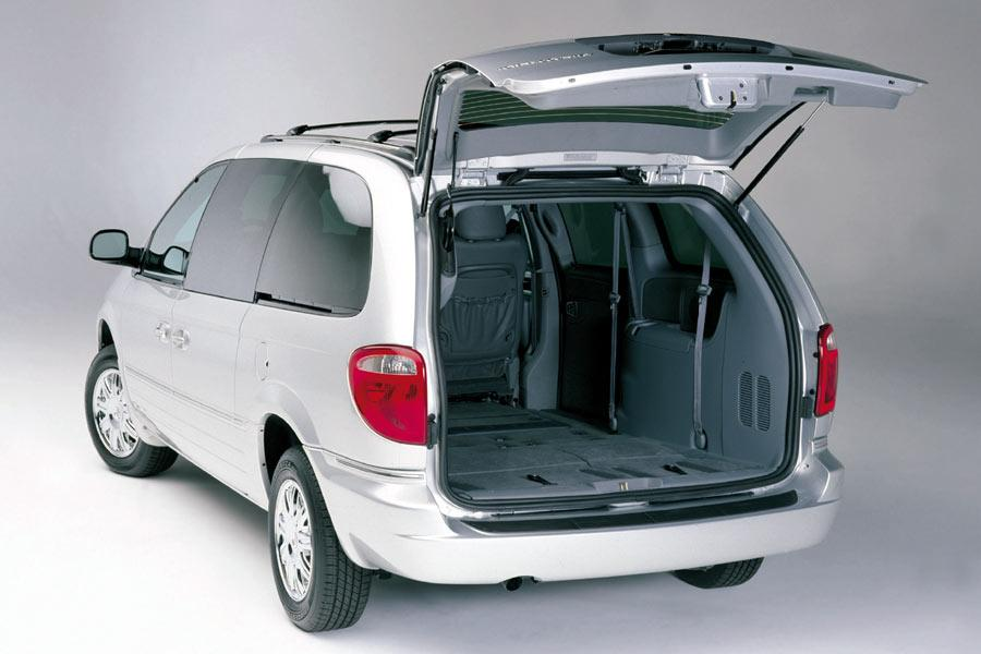 2005 Chrysler Town & Country Photo 2 of 3