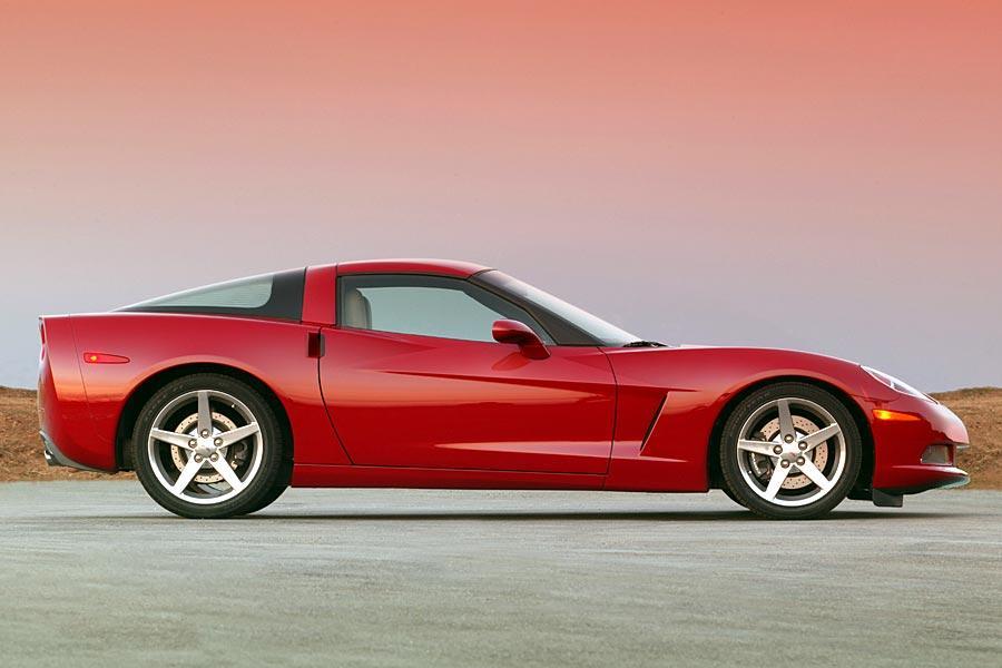 2005 Chevrolet Corvette Photo 2 of 9