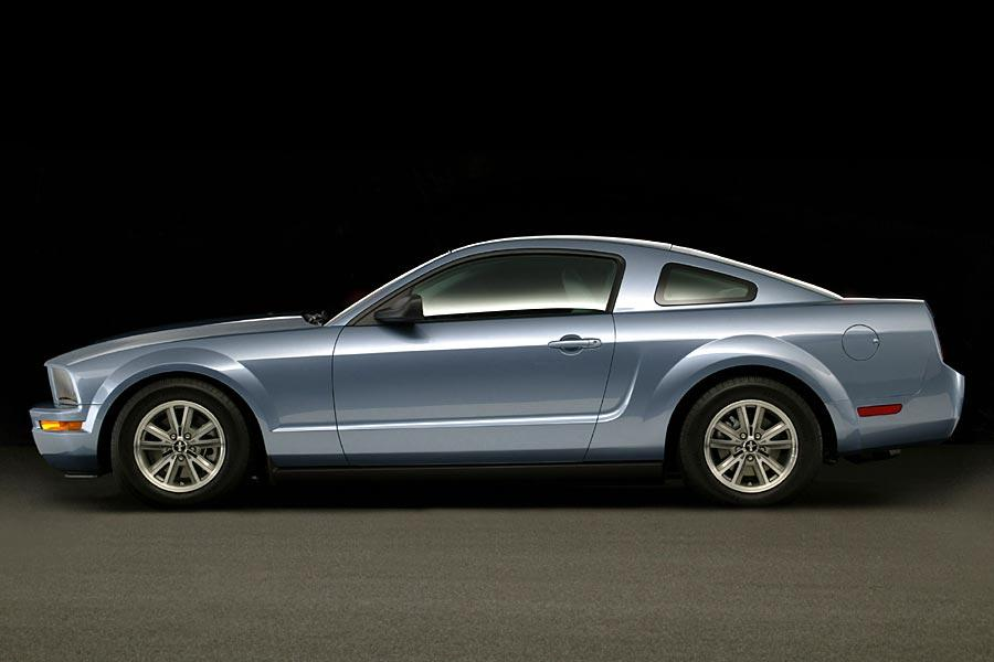 2005 Ford Mustang Photo 2 of 15