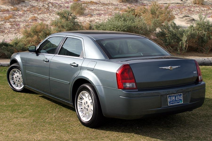 2005 Chrysler 300 Photo 3 of 11