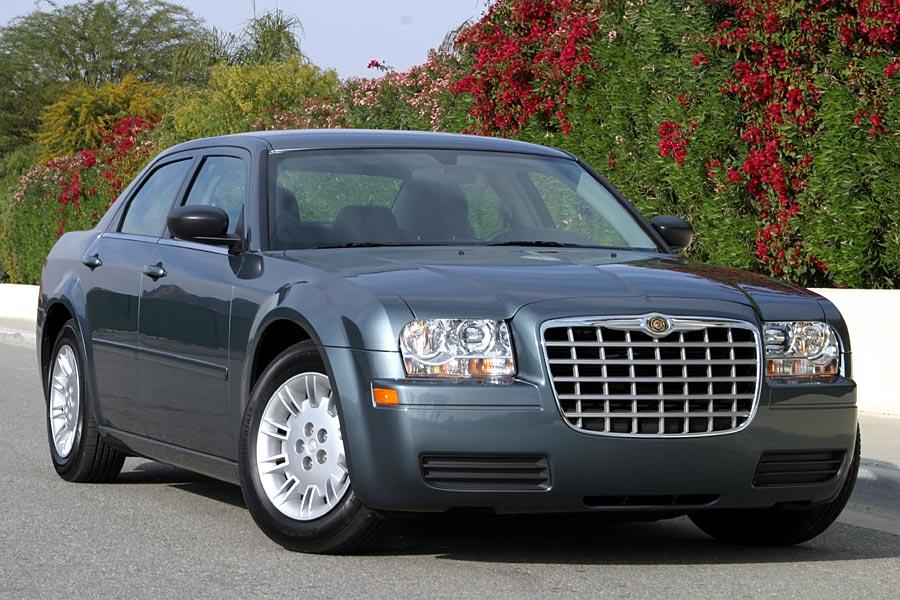 2005 Chrysler 300 Photo 2 of 11