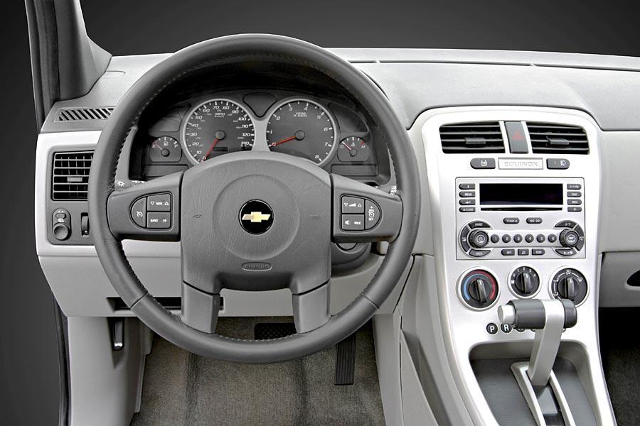 2005 Chevrolet Equinox Photo 5 of 5