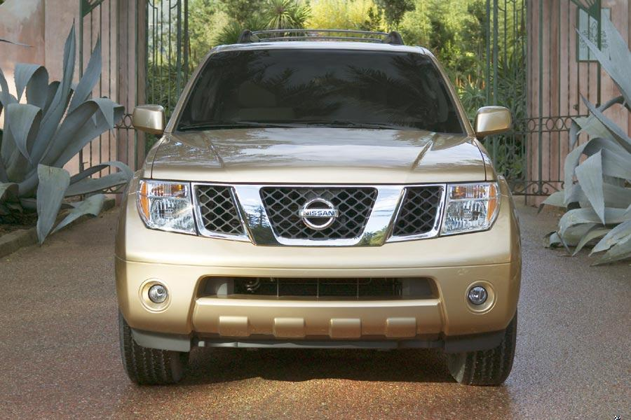 2005 Nissan Pathfinder Photo 4 of 8