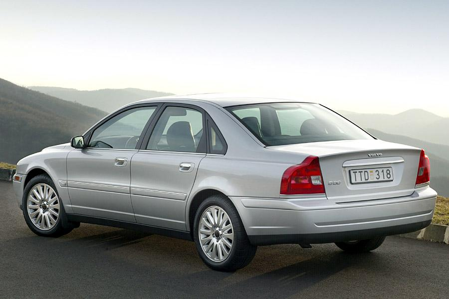 Windshield Repair Cost >> 2004 Volvo S80 Overview | Cars.com
