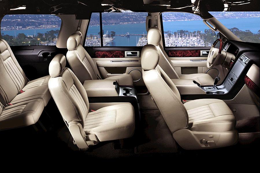 2005 Lincoln Navigator Photo 3 of 4
