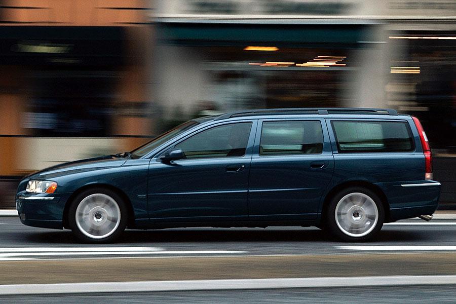 2005 Volvo V70 Photo 2 of 3