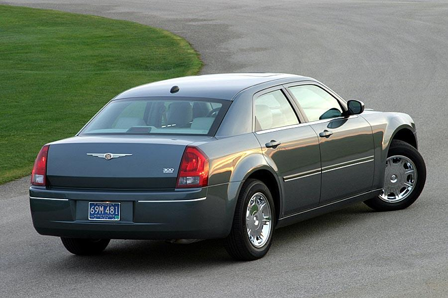 2005 Chrysler 300 Photo 6 of 11