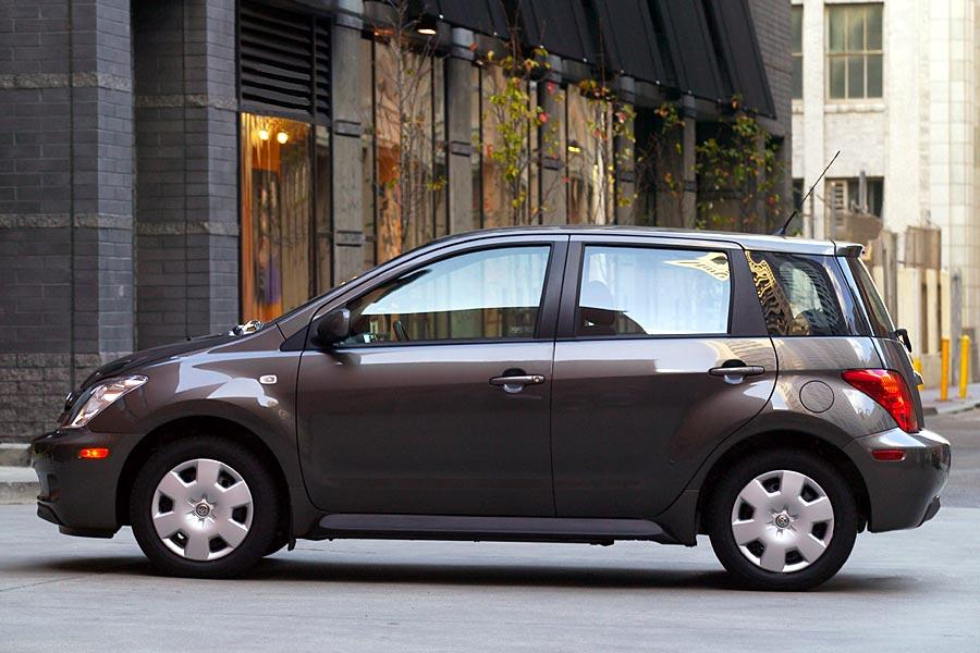 2005 Scion xA Overview | Cars.com