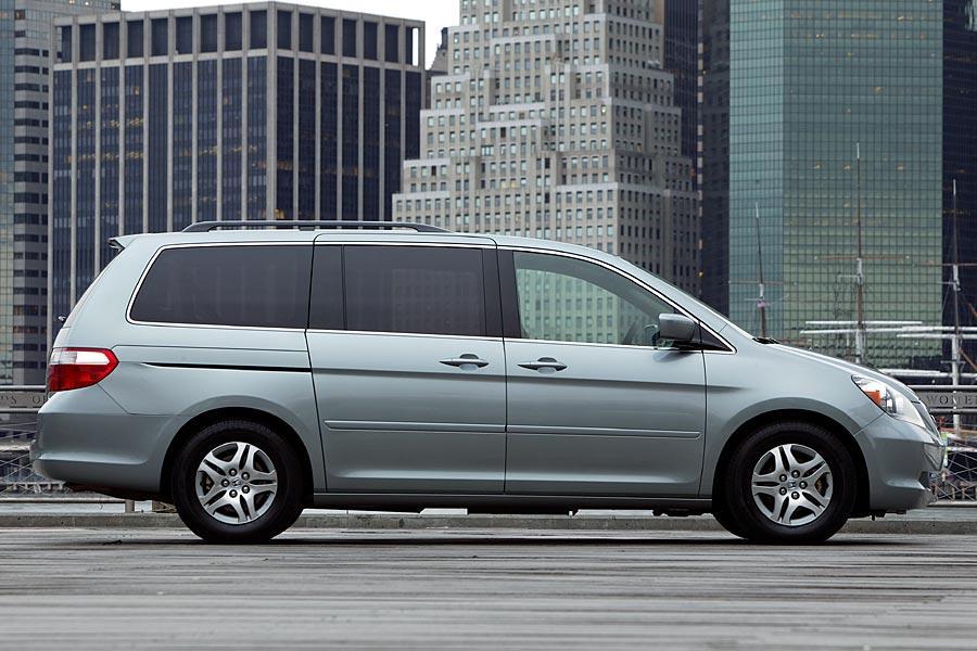 2005 Honda Odyssey Photo 2 of 10