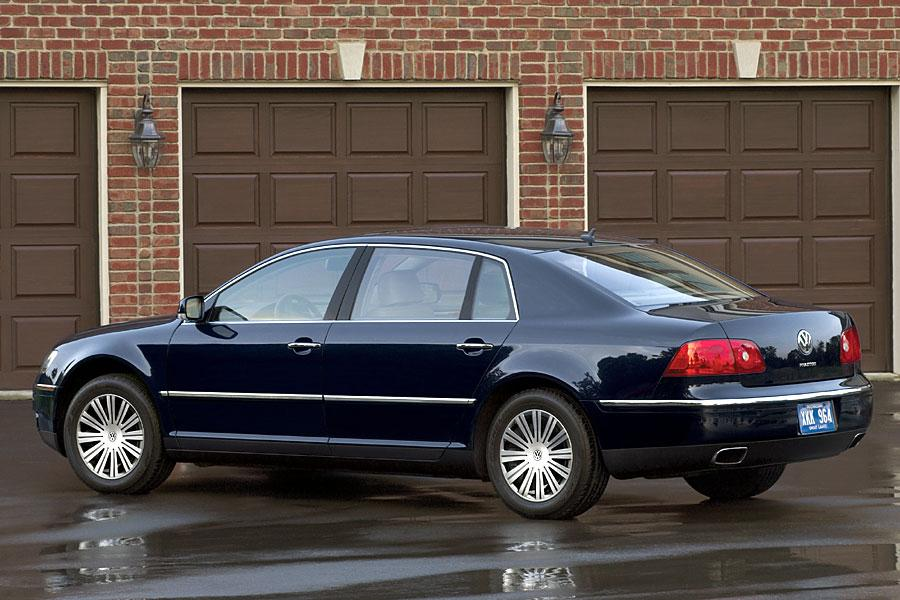 2005 Volkswagen Phaeton Photo 2 of 8