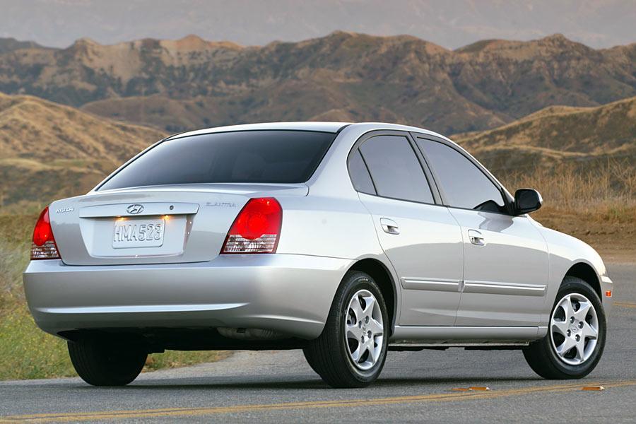 2005 Hyundai Elantra Photo 2 of 10