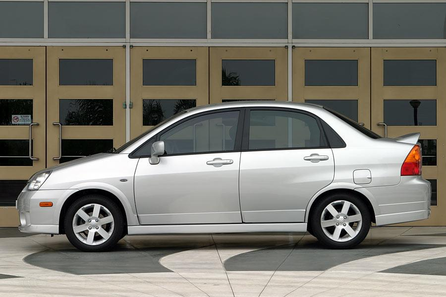 2005 Suzuki Aerio Photo 2 of 9
