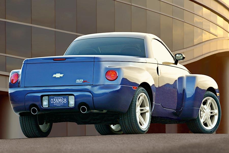 2005 Chevrolet SSR Photo 2 of 4