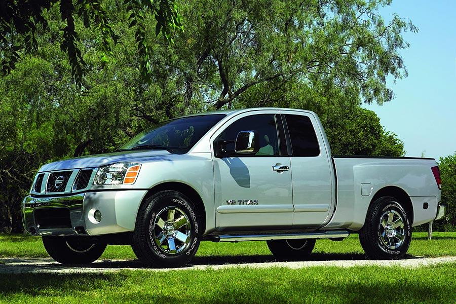 2005 Nissan Titan Photo 2 of 12