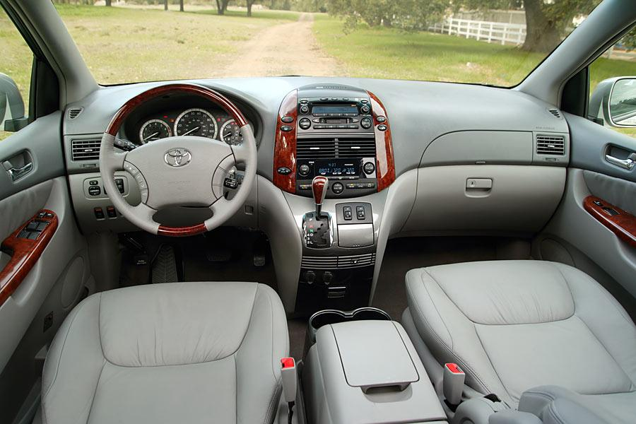 2015 Toyota Sienna For Sale >> 2005 Toyota Sienna Specs, Pictures, Trims, Colors || Cars.com
