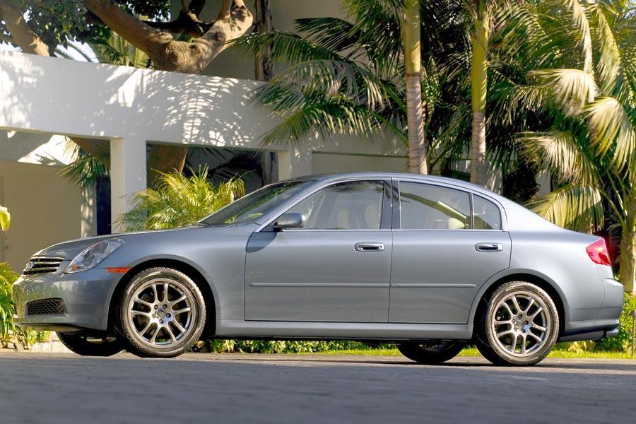 2006 INFINITI G35 Photo 2 of 9