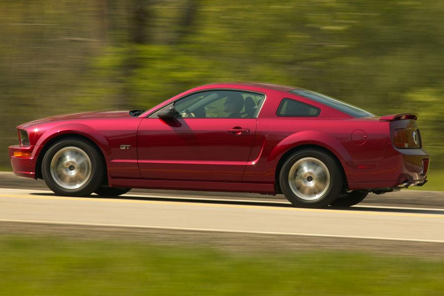 2006 ford mustang specs pictures trims colors. Black Bedroom Furniture Sets. Home Design Ideas