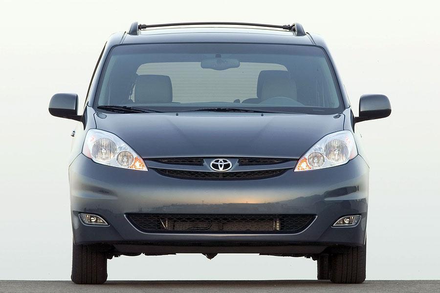 2007 Toyota Sienna Photo 3 of 11