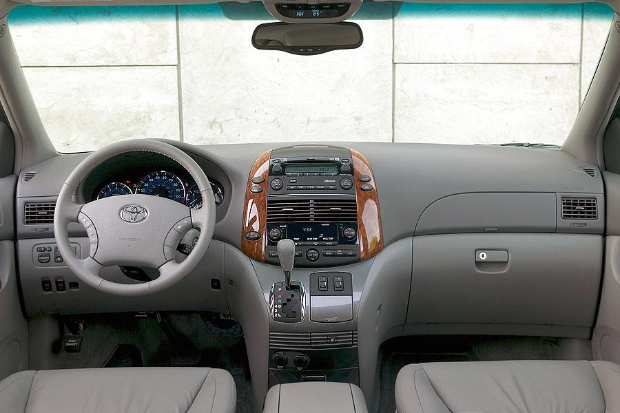 2007 Toyota Sienna Photo 6 of 11