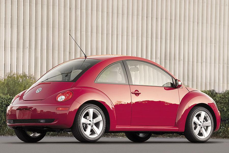 2007 Volkswagen New Beetle Photo 2 of 5