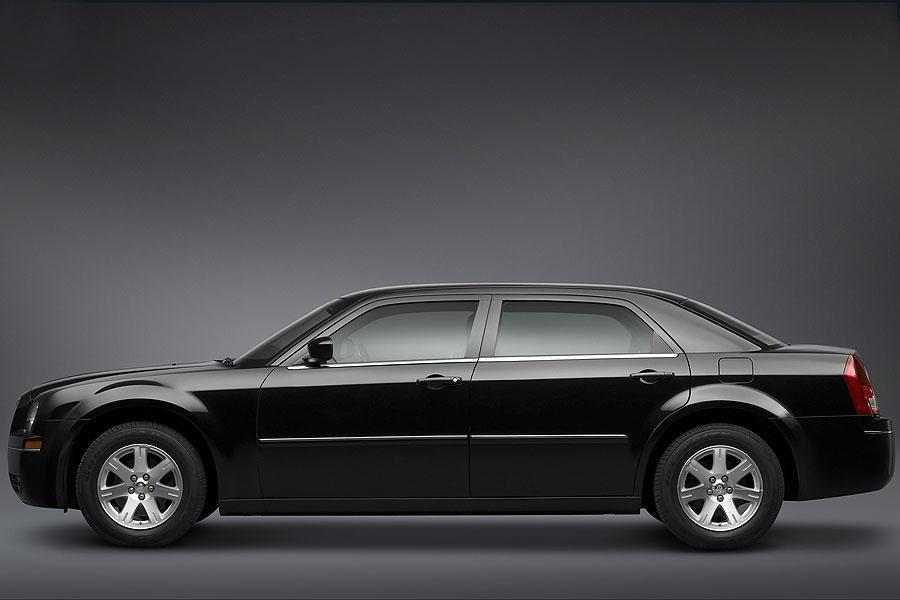2007 Chrysler 300 Photo 2 of 10