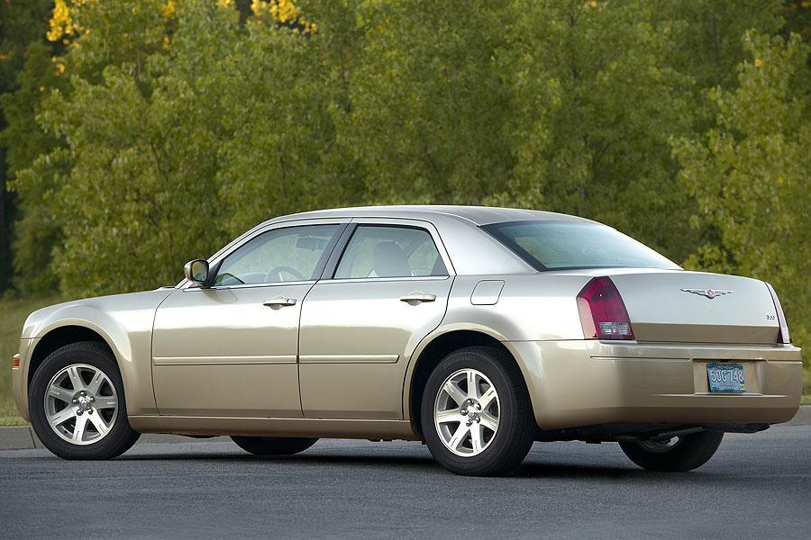 2007 Chrysler 300 Overview  Carscom